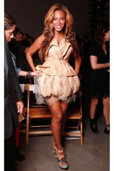 Beyonce004_8Feb12_rex_b_426x639