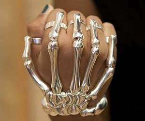 skeleton-hand-bracelet.jpeg.pagespeed.ce.ETP_5Tc3UO