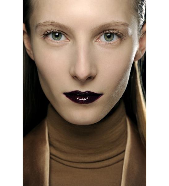 Cold lips at Véronique Branquinho