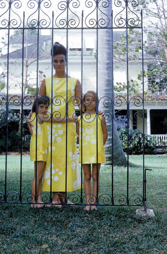 Lilly Pulitzer, by Howell Conant  Ms. Pulitzer with her daughters Minnie, left, and Liza, right, at her home in Palm Beach in 1963.
