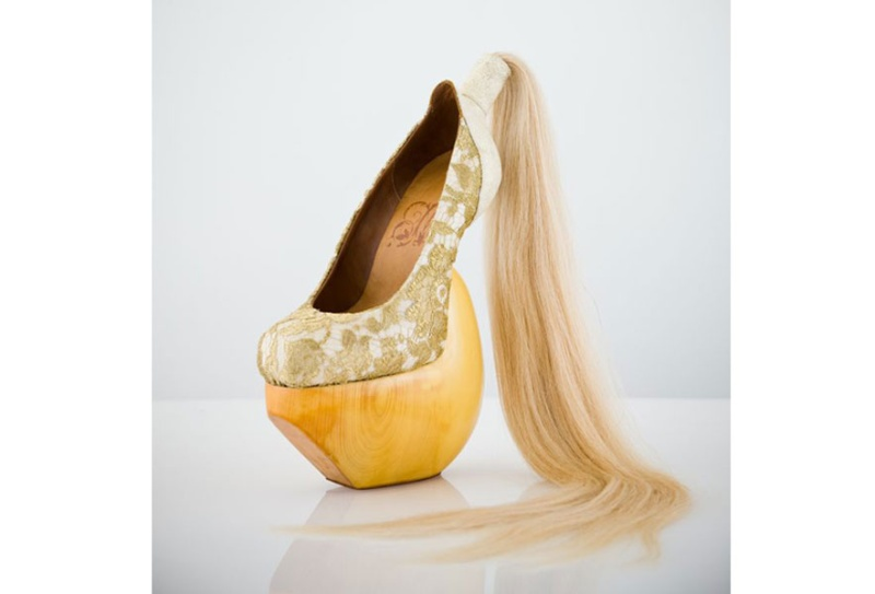Masaya Kushino  Lung-ta [The Wind Horse] shoes, 2008  White leather, human hair, Leavers lace, lacquered Japanese cypress wood  Courtesy of Masaya Kushino