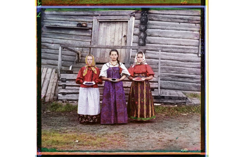 Farm girls carrying berries at Kirillov on the northern Dvina Canal.Photo by Sergei Prokudin-Gorsky/Library of Congress, Prints & Photographs Division, Washington D.C.