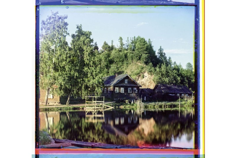 "A dacha on the water at Materiki, near Vologda, from the album ""Views Along the Mariinsk Canal and River System.""Photo by Sergei Prokudin-Gorsky/Library of Congress, Prints & Photographs Division, Washington D.C."