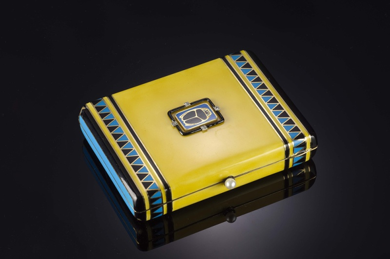 An enamelled nécessaire de beauté by Charlton, dating from the 1950s, in gold, diamond and enamel.
