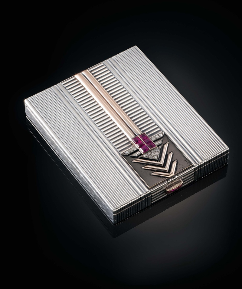 Compact by Chaumet, circa 1930-1935, in grey gold, enamel, rubies and diamonds.