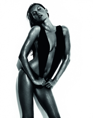 Gisele Bundchen by Mario Testino for Vogue Brazil June 2013 -1