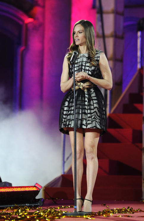 Actress Hilary Swank speaks at the Life Ball in front of the city hall in Vienna on May 25, 2013. The Life Ball is a charity gala to raise money for people living with HIV and AIDS.       (Photo credit : SAMUEL KUBANI/AFP/Getty Images)