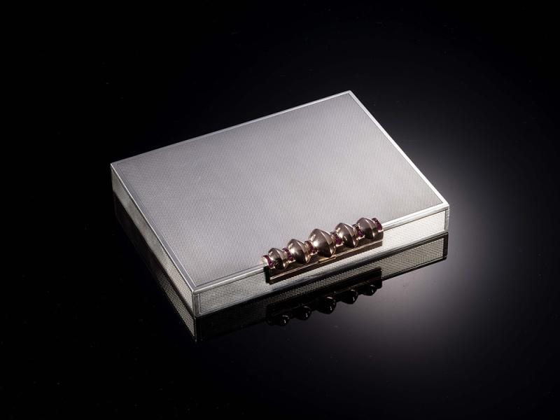 "Rectangular ""Nécessaire de beauté"" in silver with silver-gilt, set with rubies, 1930, by Van Cleef & Arpels."