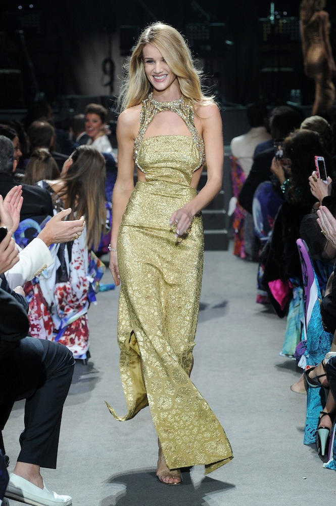 rosie huntington whiteley in alexander mcqueen