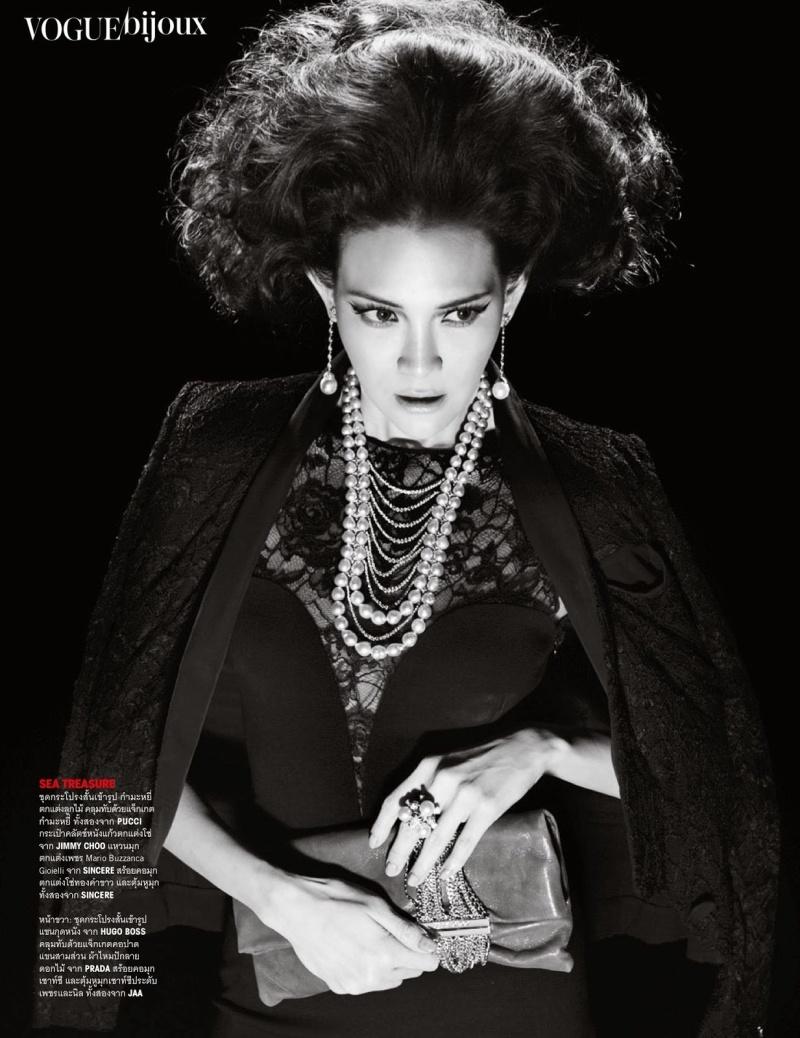 Yossavadee Hassadeevichit by Nat Prakobsantisuk for Vogue Thailand June 2013