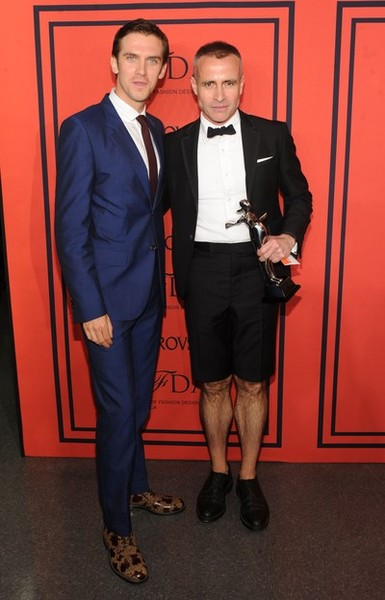 Dan Stevens poses with winner of the CFDA Designer of the Year Award, Thom Browne at the 2013 CFDA Fashion Awards on June 3, 2013 in New York, United States. (Photo by Jamie McCarthy/Getty Images)