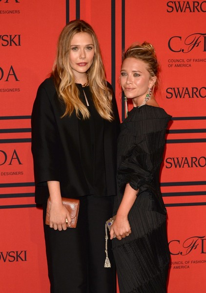 Elizabeth Olsen (L) and Ashley Olsen attend the 2013 CFDA Fashion Awards on June 3, 2013 in New York, United States. (Photo by Andrew H. Walker/Getty Images)