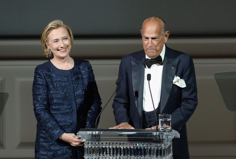 Hillary Rodham Clinton and Oscar de la Renta onstage at the 2013 CFDA Fashion Awards on June 3, 2013 in New York, United States. (Photo by Theo Wargo/Getty Images)
