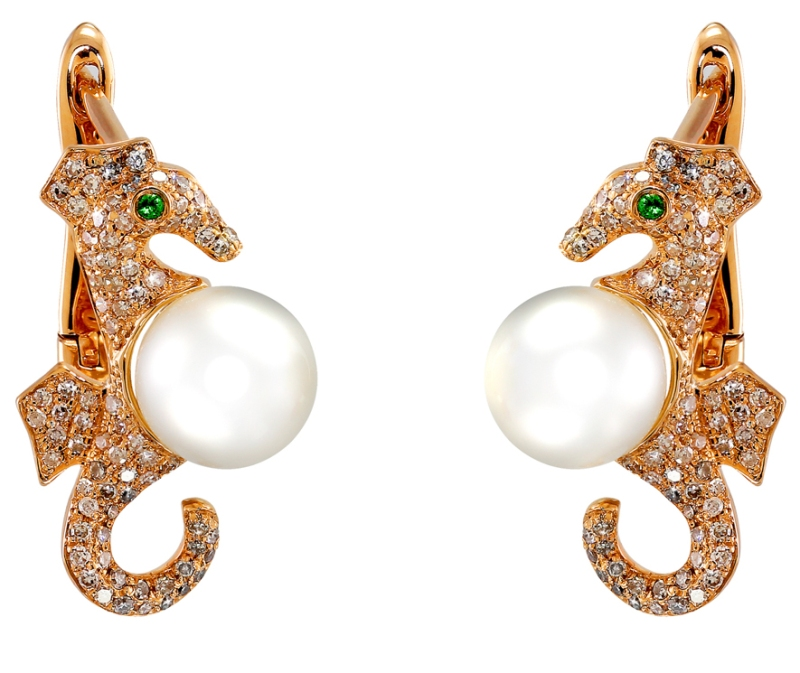 Vida Rose gold earrings with diamonds, tzavorites and white pearls. Photo courtesy press office