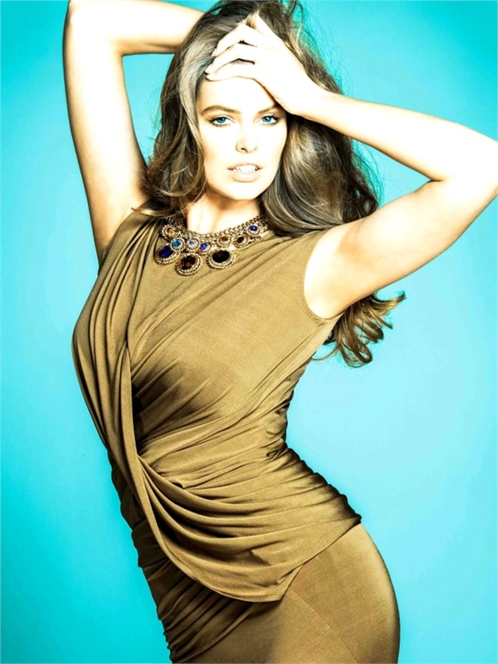 Robyn Lawley Photo- © Robyn Lawley Facebook