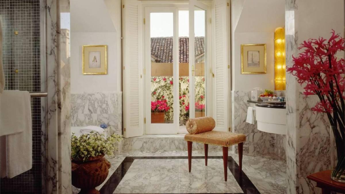 Four Seasons Hotel Milano room bathroom