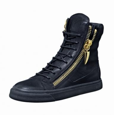 In leather, Giuseppe Zanotti Design (650 euro)