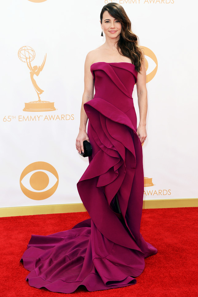 Linda Cardellini, in Donna Karan Atelier, with Irene Neuwirth jewels and a Rauwolf clutch.