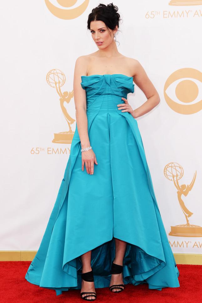 Jessica Paré, in Oscar de la Renta.