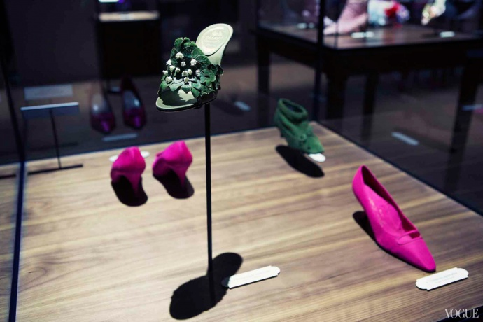 """Virgule, etc…in the Footsteps of Roger Vivier"" exhibition in Paris"