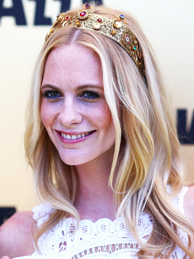 Poppy Delevingne arrives on Victoria Derby Day at Flemington Racecourse on November 2, 2013 in Melbourne, Australia.  (Photo by Ryan Pierse/Getty Images)
