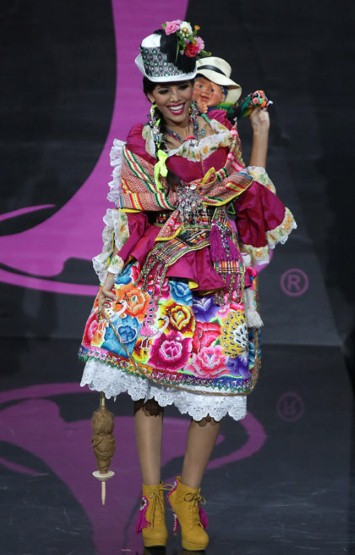 Miss Peru looked colourful and happy yes, but what's with the creepy