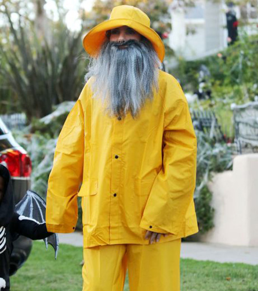 Sandra Bullock hit the LA trick or treating circuit in the guise of a hairy fisherman.