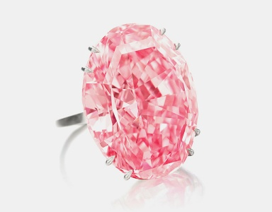 The largest pink diamond in the world sold for 74,1 million dollars by Shoteby's