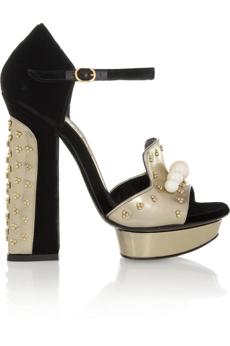ALEXANDER MCQUEEN Embellished velvet and metallic leather sandals €1,095