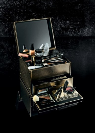 Bobbi Brown Old Hollywood Collection. Deluxe Beauty Trunk in gold metal